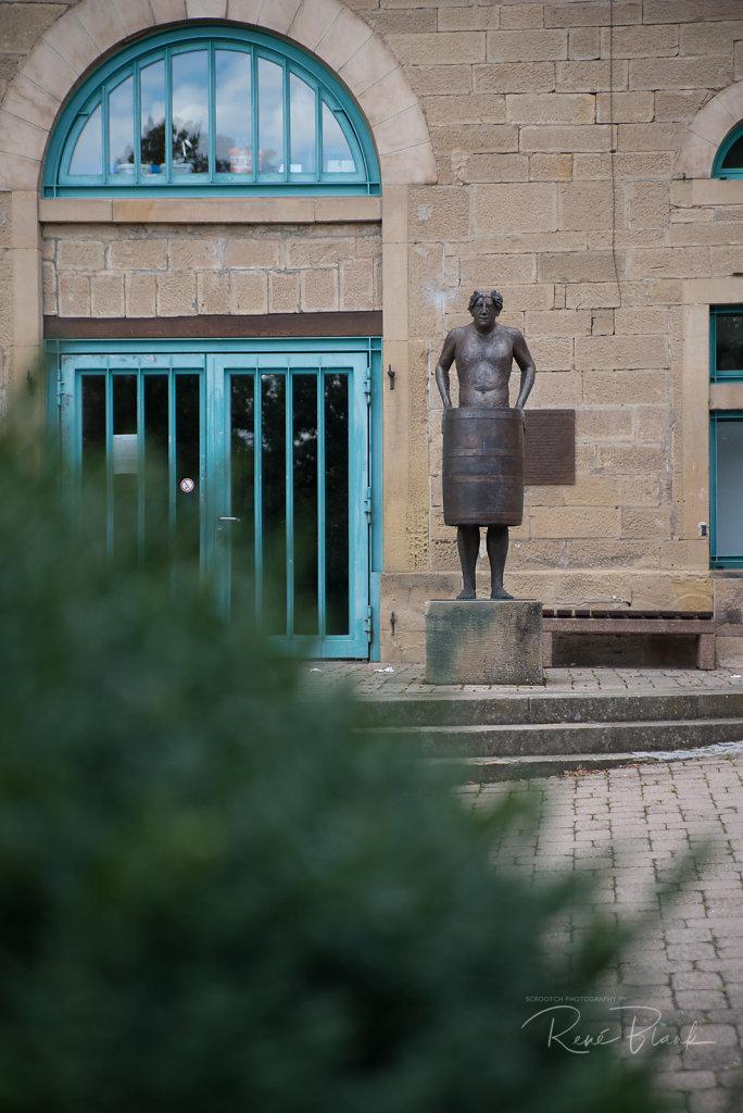"""Skulptur """"Mann im Fass"""", Haberschlacht"""